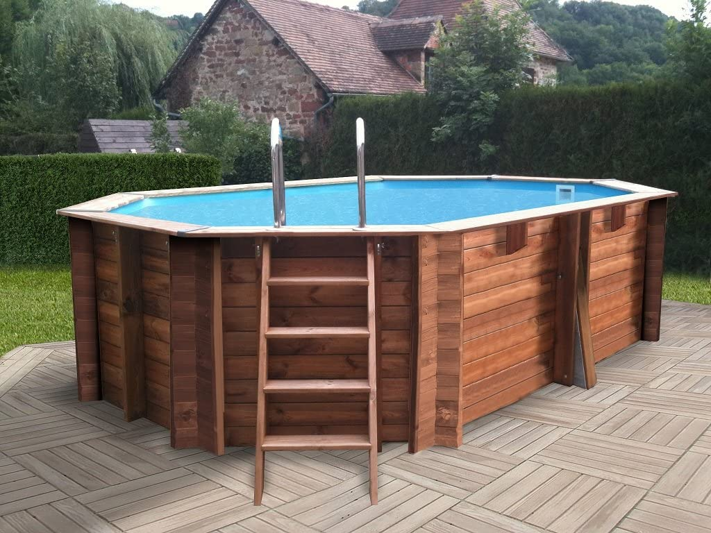 Piscina in legno rettangolare, ideale nel giardino d'estate.