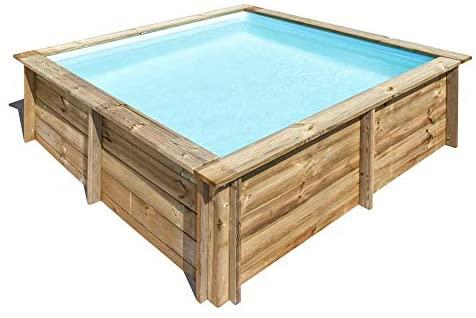 Piccola piscina quadrata da giardino realizzata in legno.