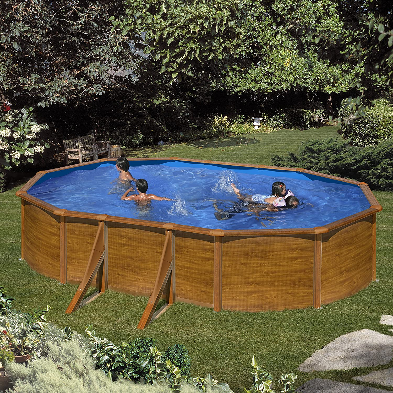 Piscina rettangolare fuori terra realizzata in legno, ideale per il giardino.
