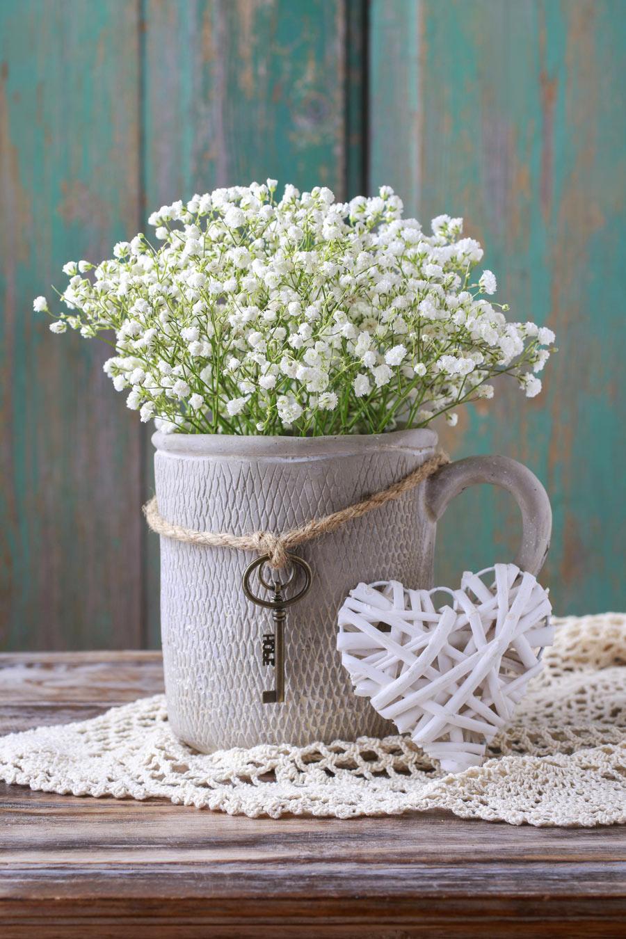 Vasetto di fiori stile shabby chic.