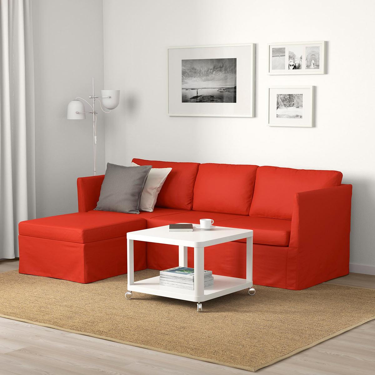 Divano IKEA BRÅTHULT rosso, perfetto per la primavera.