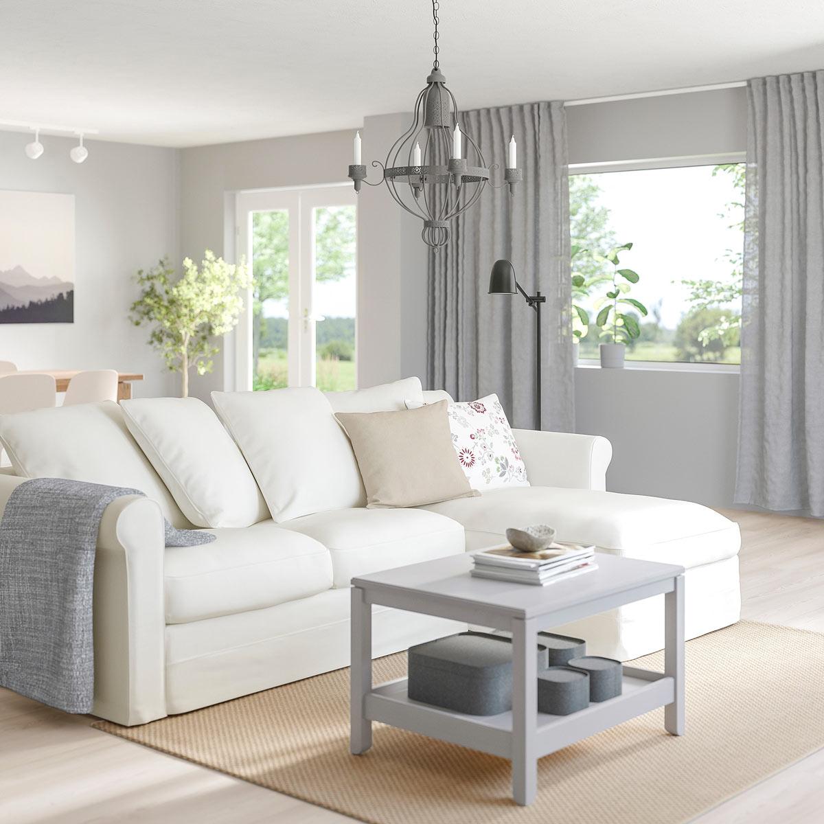 GRÖNLID, divano IKEA bianco con tavolino grigio.