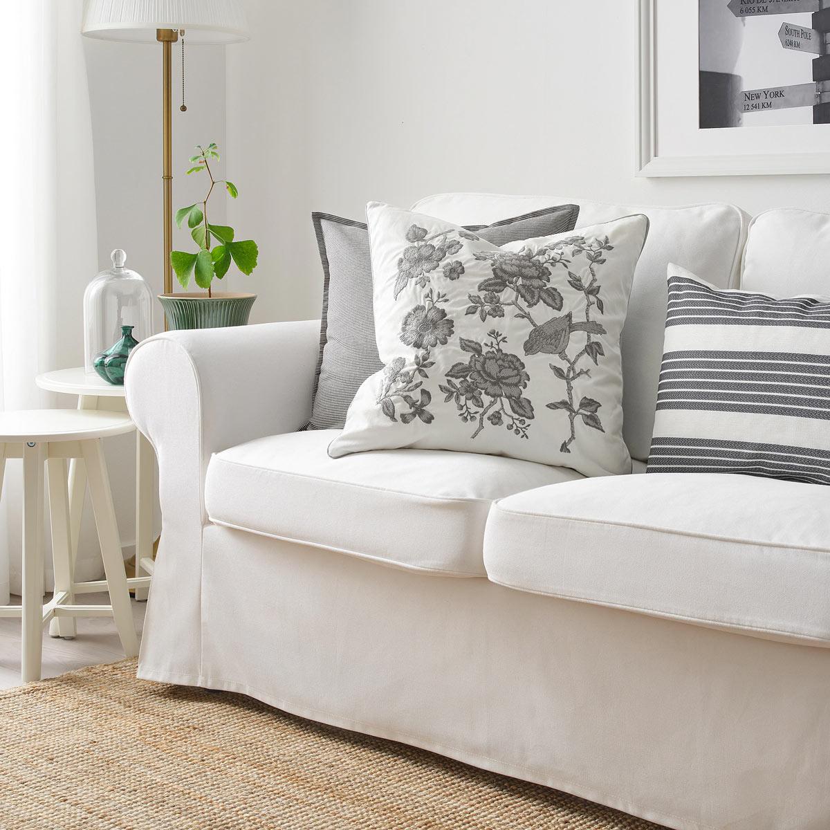 Cuscini Bianchi E Neri cuscini ikea: aggiungi un tocco primaverile al tuo divano