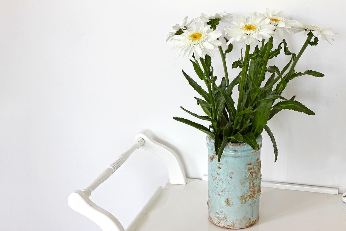 Barattolo di fiori realizzata con oggetto di recupero