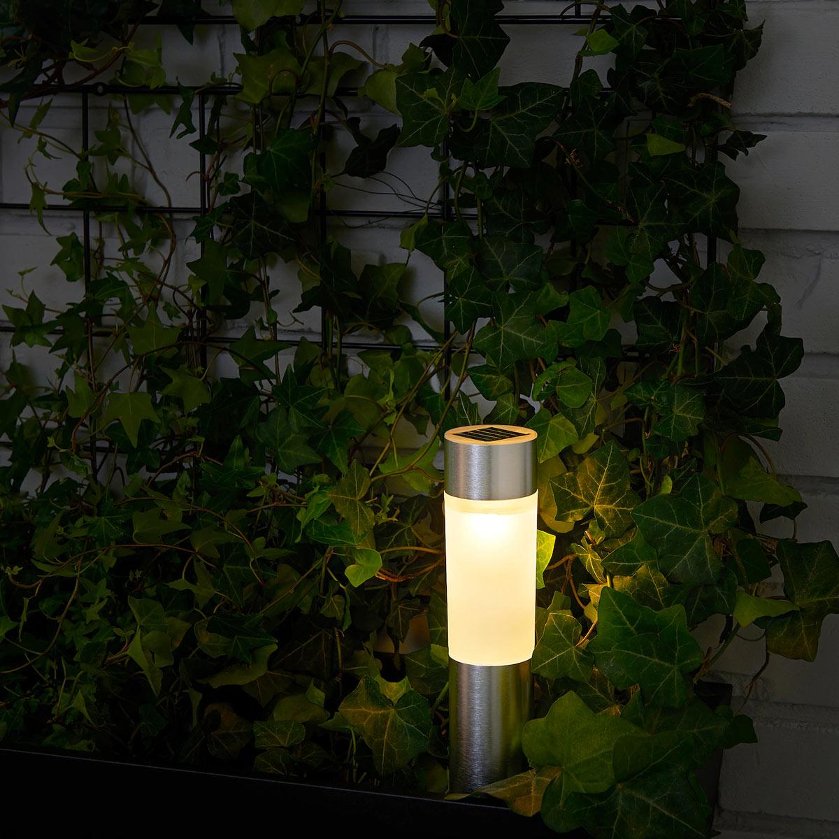 Luci solari IKEA per il giardino.