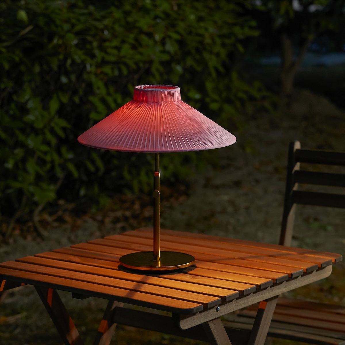 Lampada da tavolo IKEA ad energia solare.