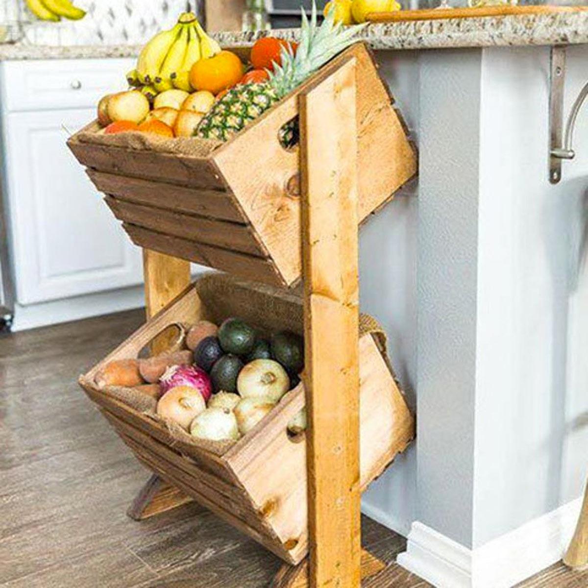 Porta frutta e verdura realizzato con 2 cassette di legno.