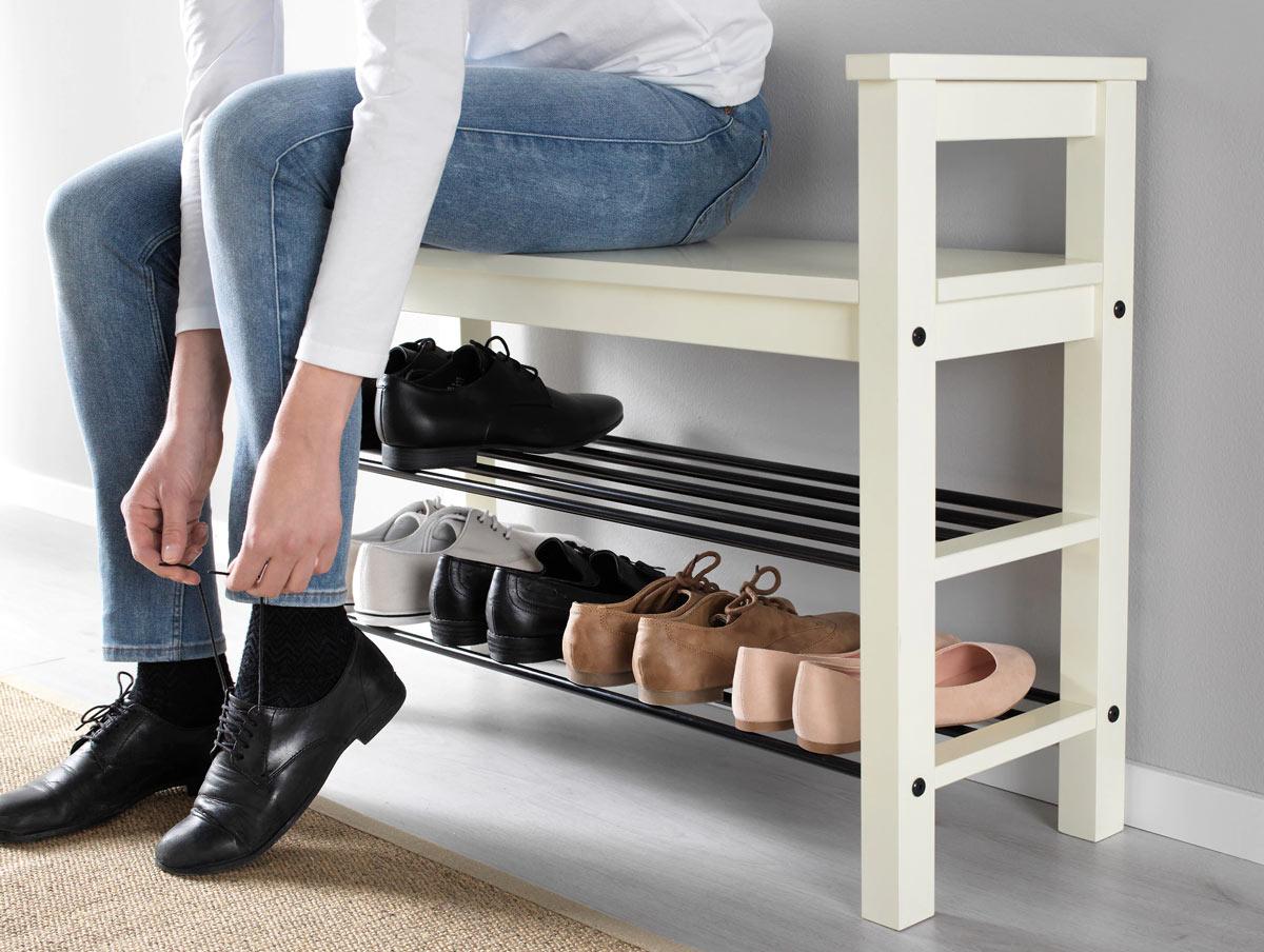 Panca porta scarpe IKEA modello HEMNES, ideale per arredare l'ingresso di casa.