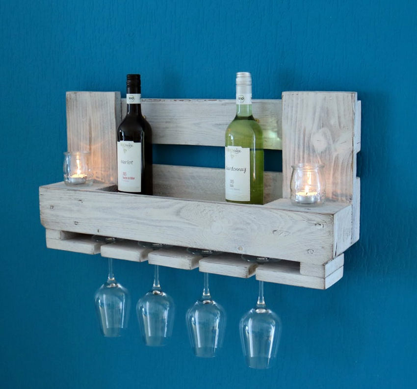 Mensola porta bicchieri e bottiglia di vino fai da te con bancali di legno.