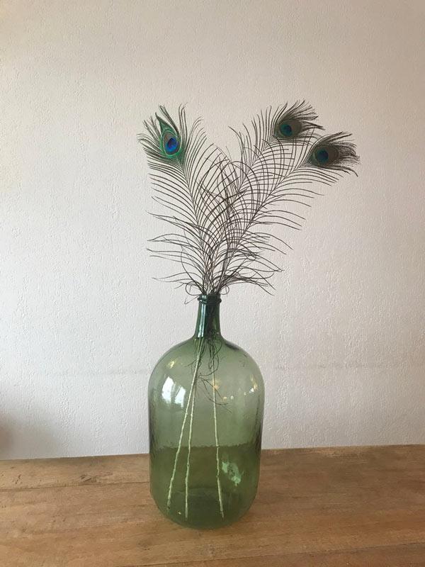 Vaso decorativo con damigiana di vino.