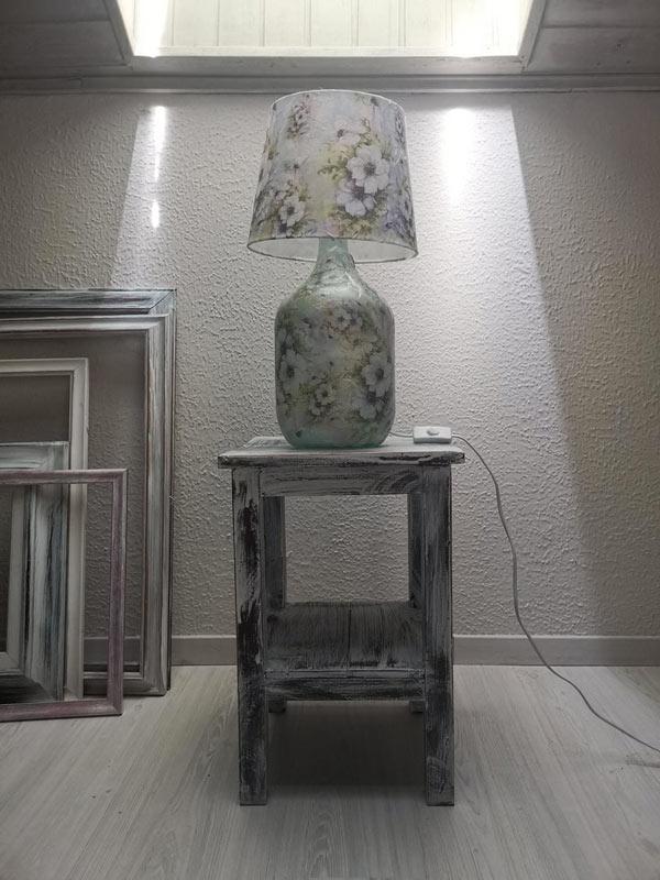 Splendida lampadina realizzata con una damigiana.