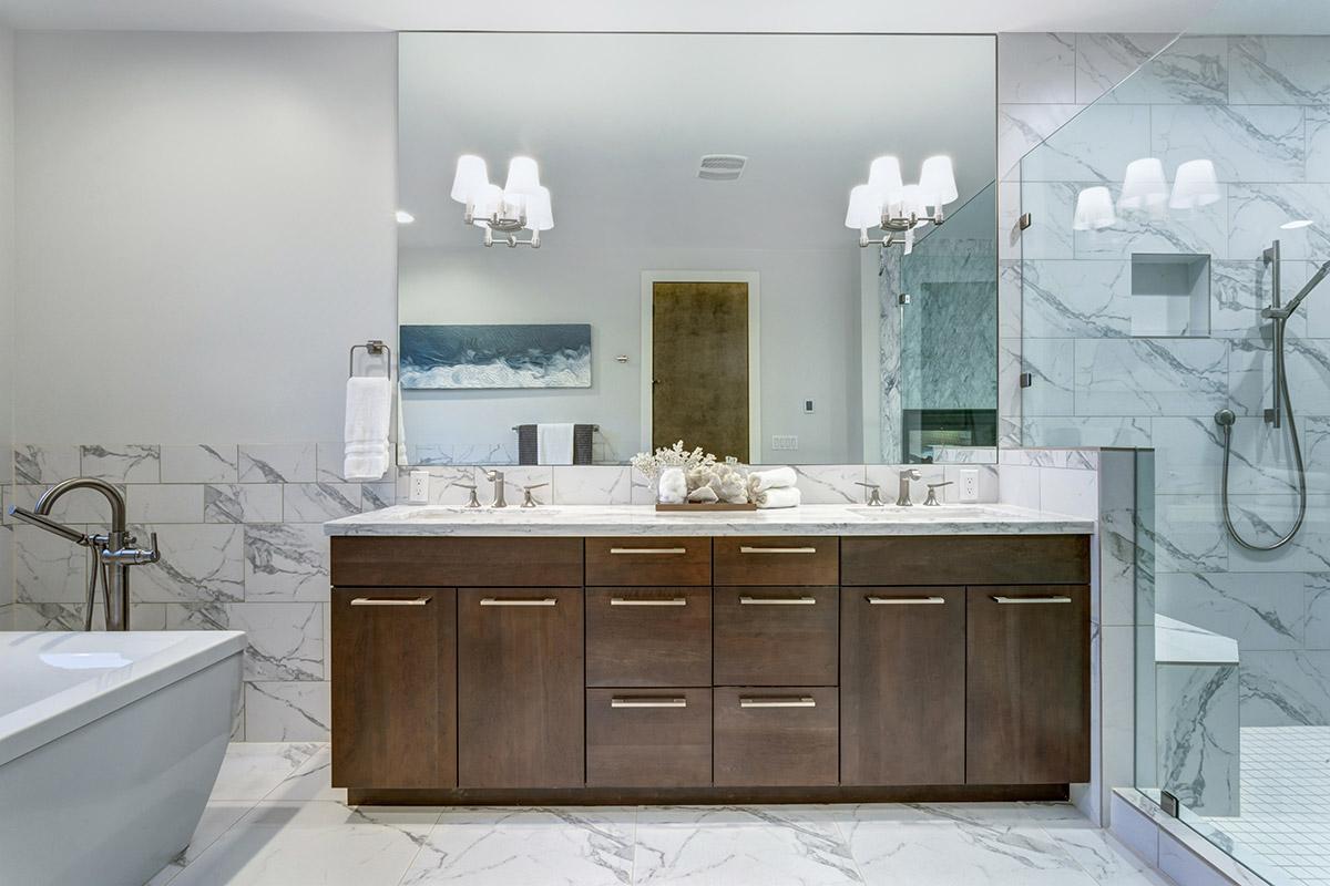 Specchio bagno grande quadrato.