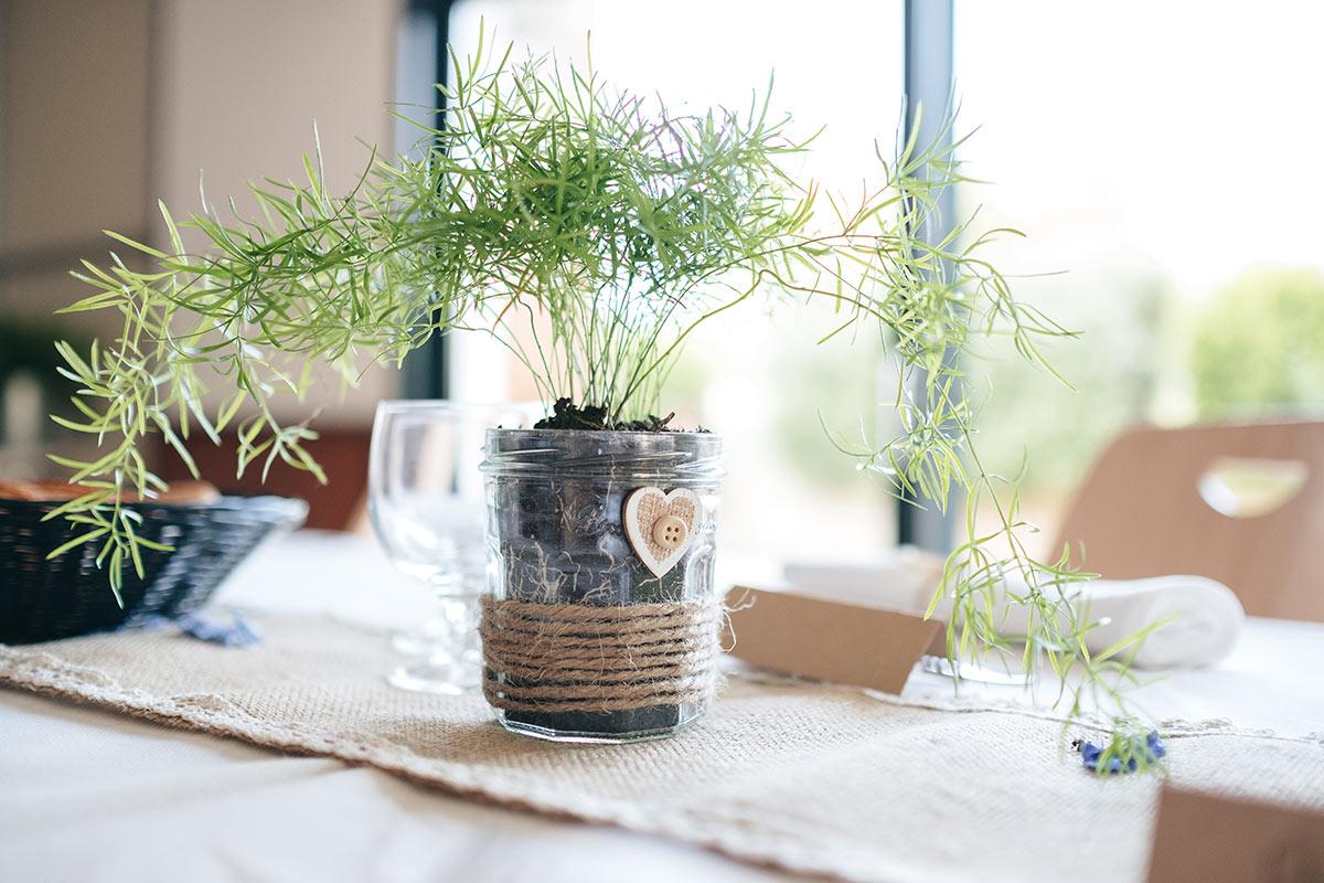 Vaso della marmellata diventa un bel vaso primaverile.