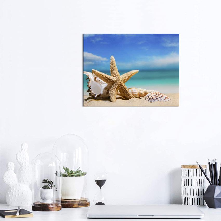 Quadro con stella marina sulla sabbia.