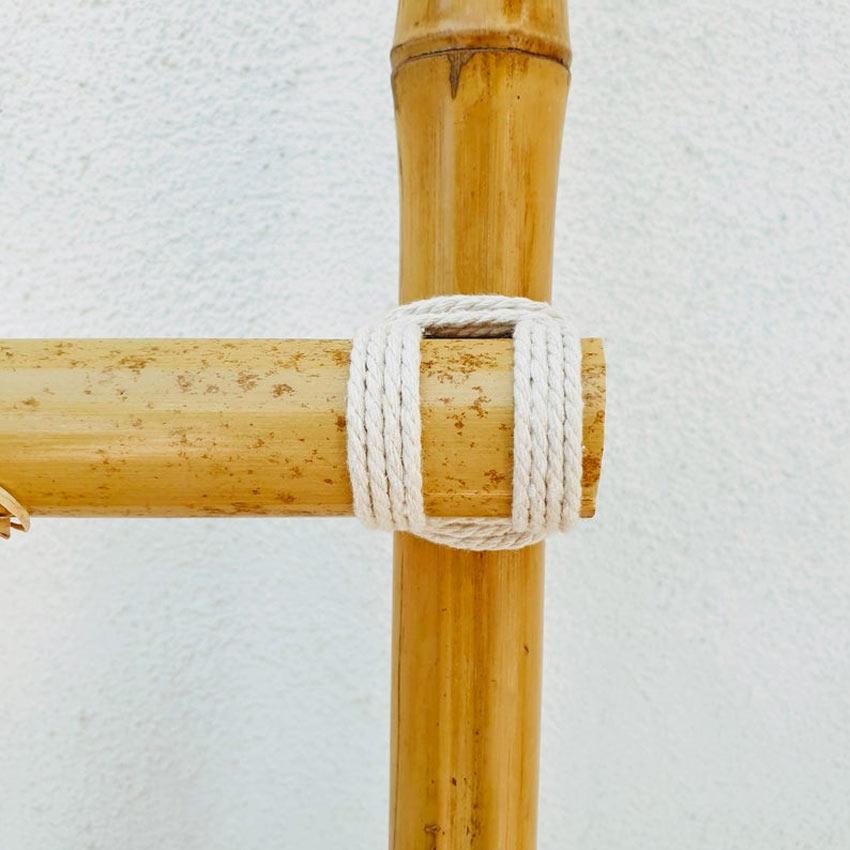Come legare due canne di bambù con la corda.