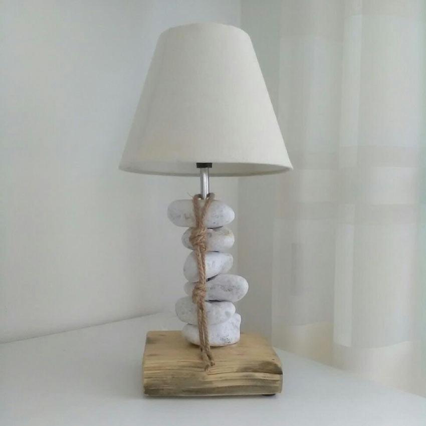 Base lampadina personalizzato fai da te con sassolini.