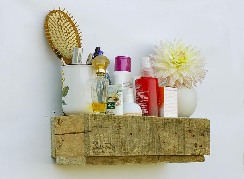 Mensola bagno fai da te realizzato con pallet di legno.