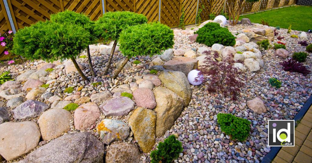 Pietra naturale per decorare in giardino