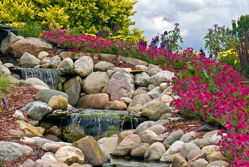 Cascata con pietra naturale.