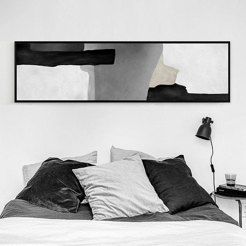 Quadro moderno astratto sopra al letto.