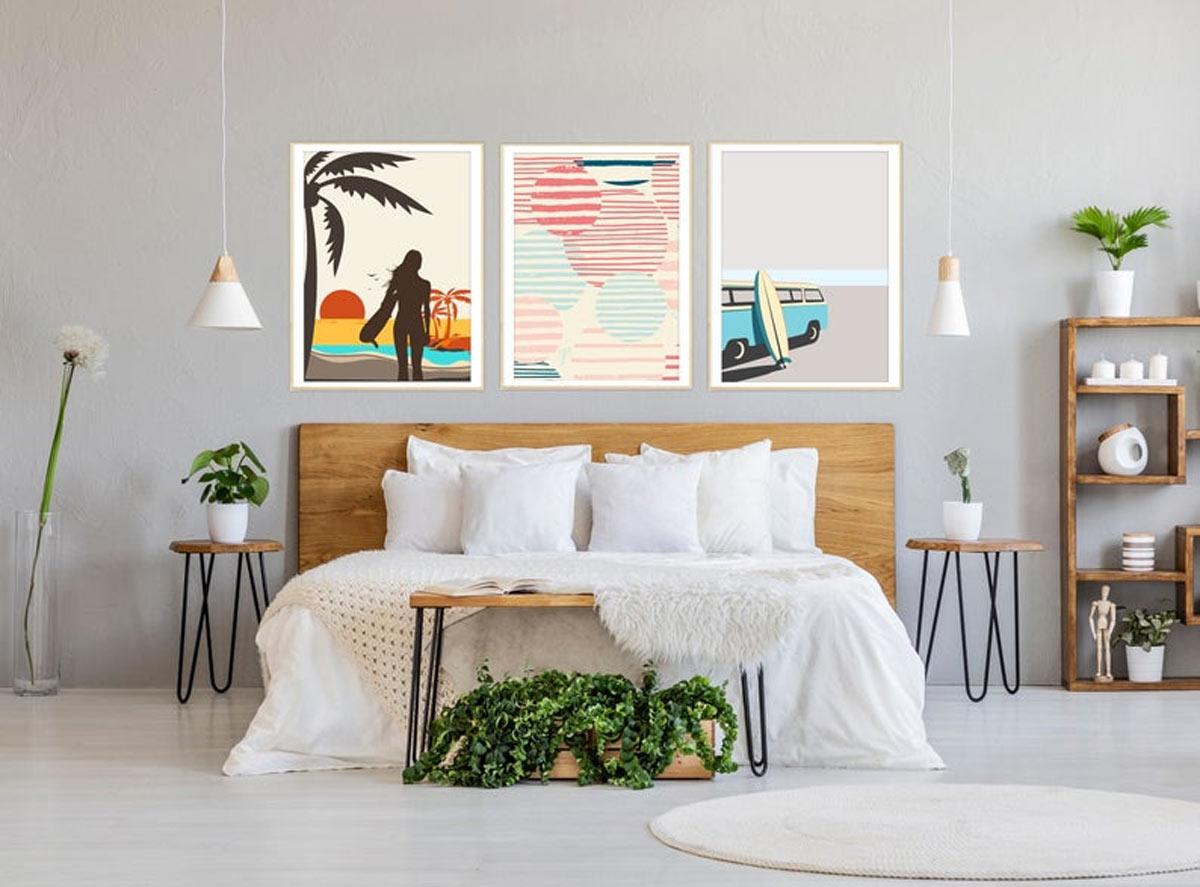 Quadri moderni in camera da letto.