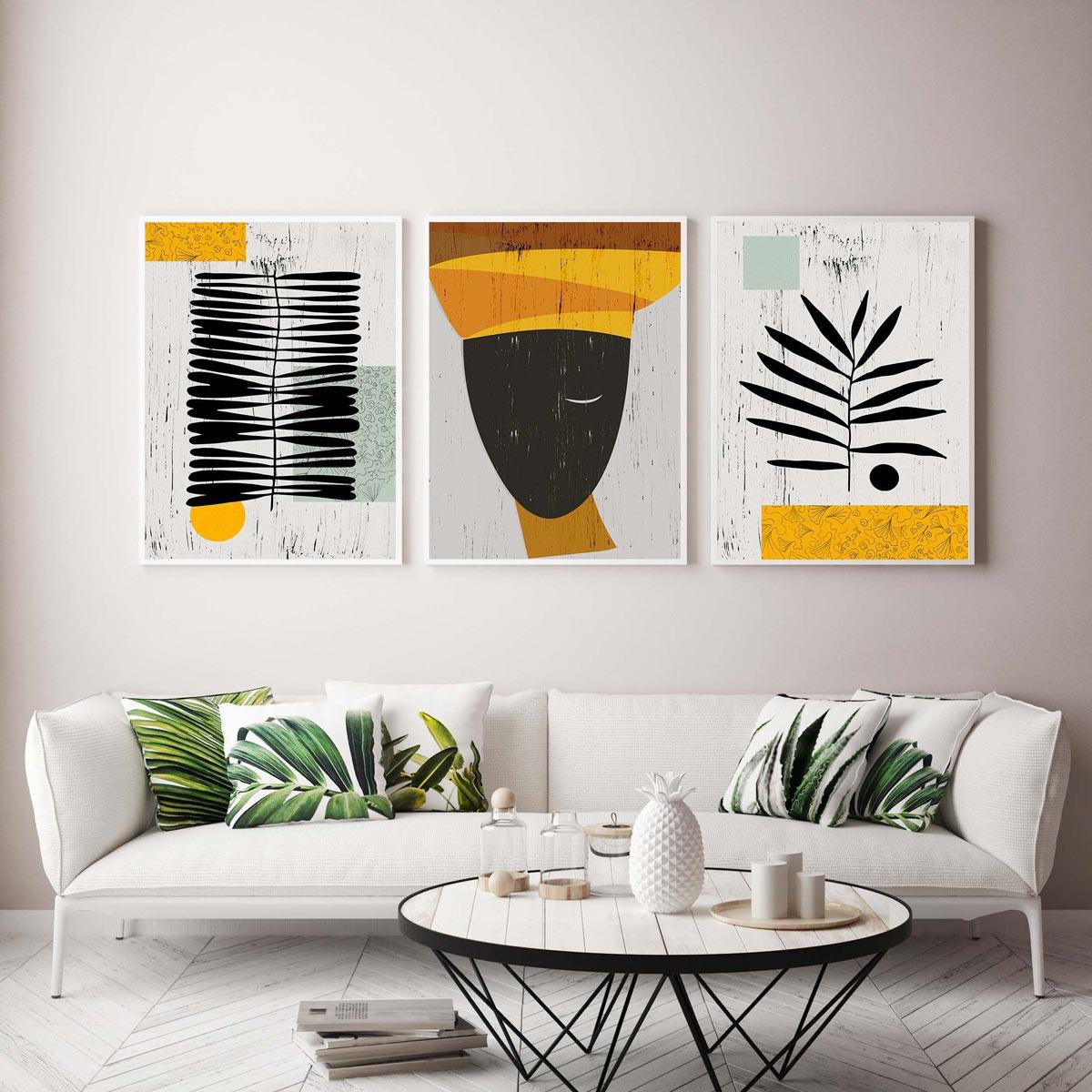 Quadri moderni stile etnico in soggiorno sopra al divano.