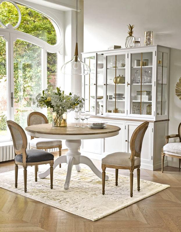 sala da pranzo in stile provenzale con Maisons du Monde