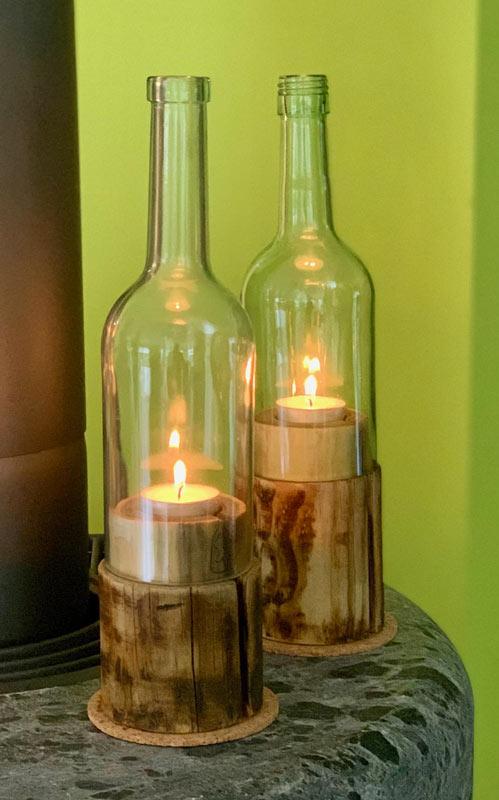 Lanterna fai da te con una bottiglia di vetro riciclata.