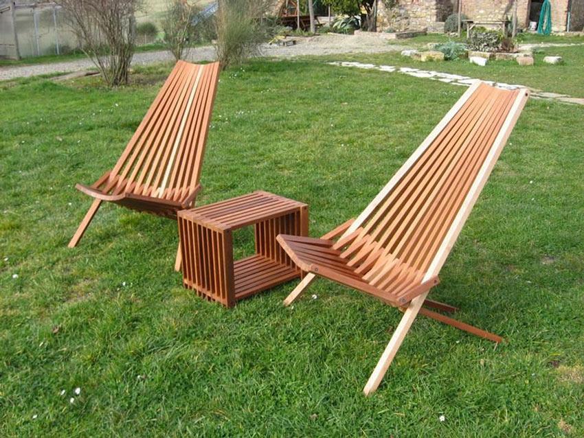 Sedie e tavolino fai da te in legno per esterno.