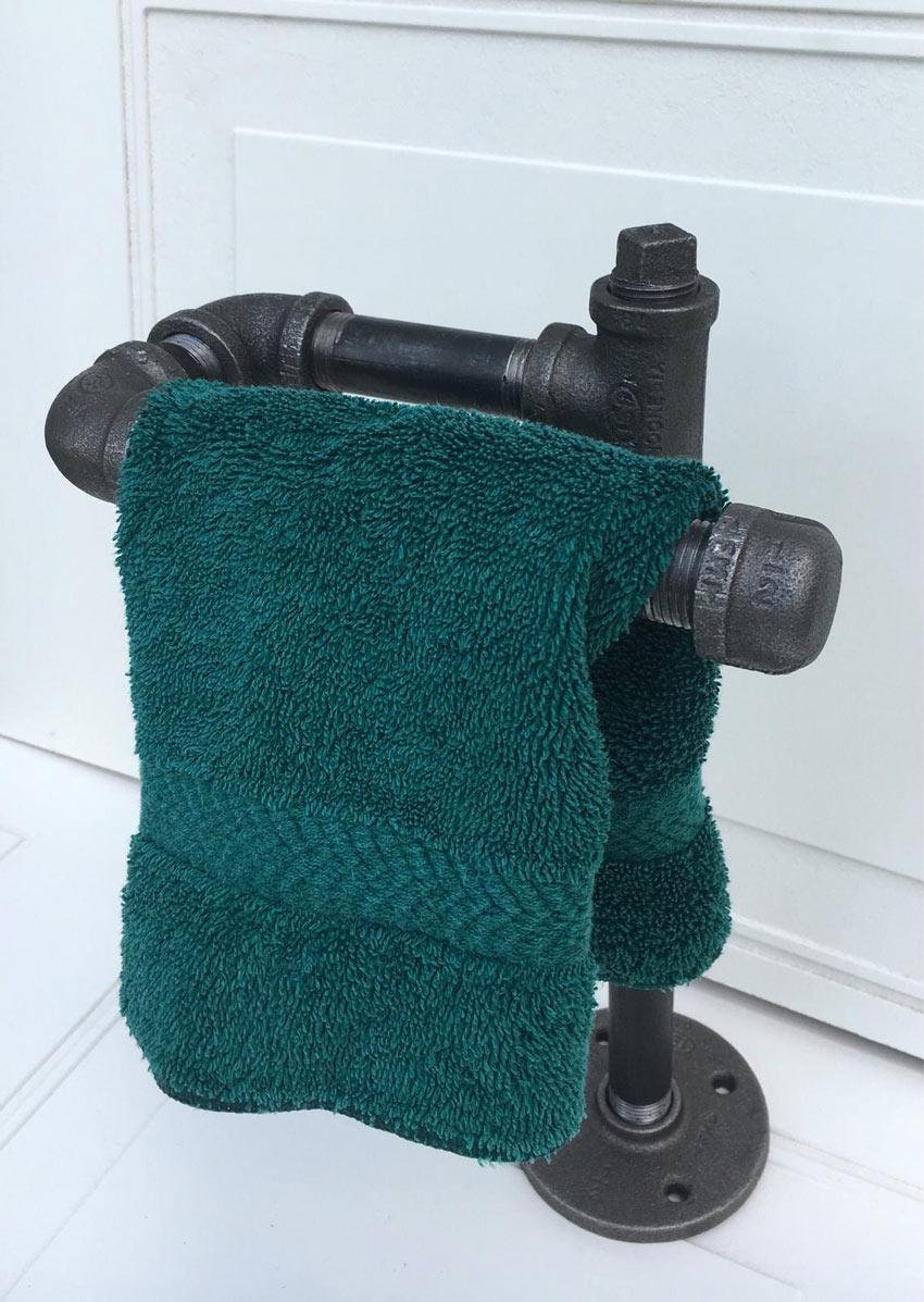 porta asciugamani creativi con tubo idraulico