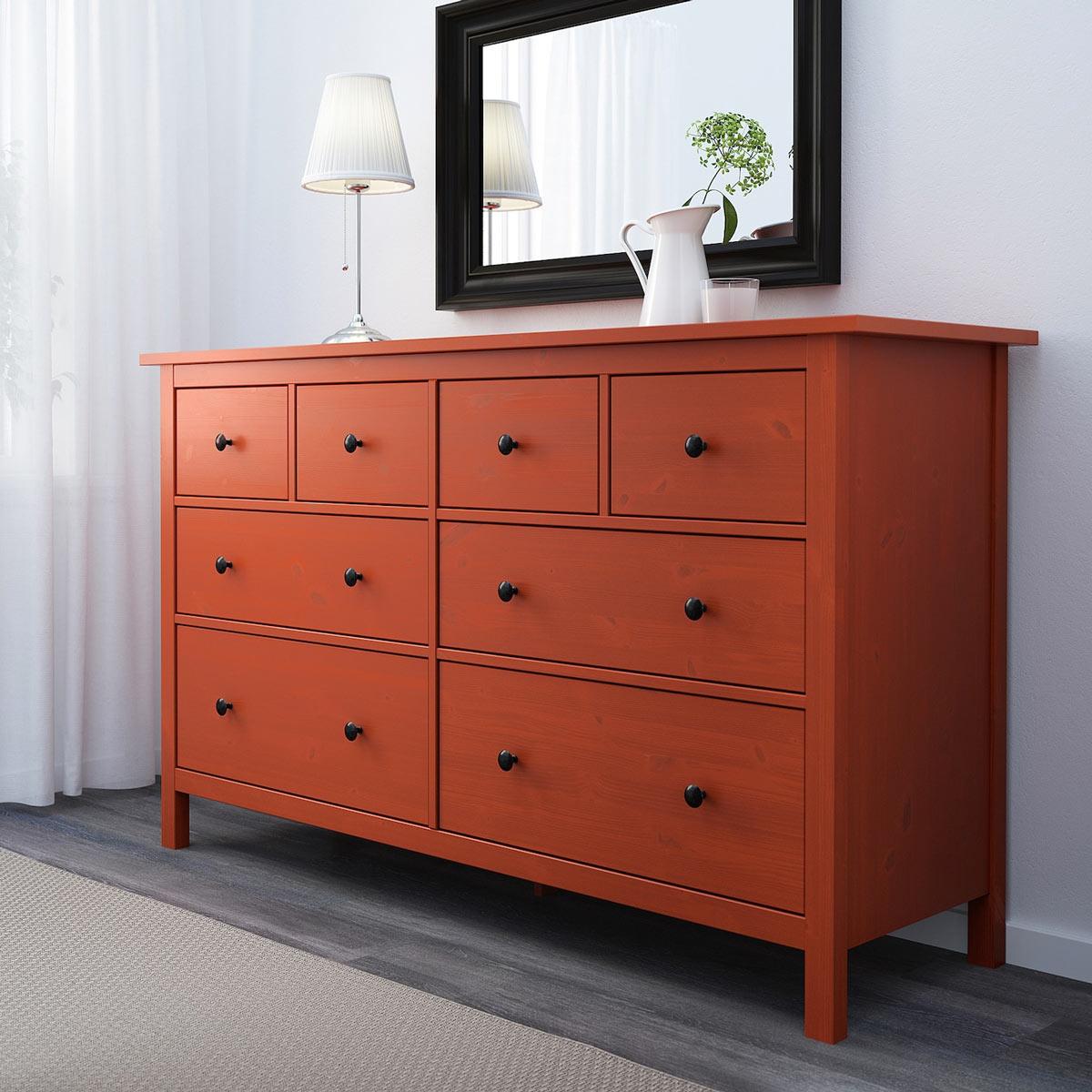 HEMNES è la cassettiera in legno in offerta IKEA.