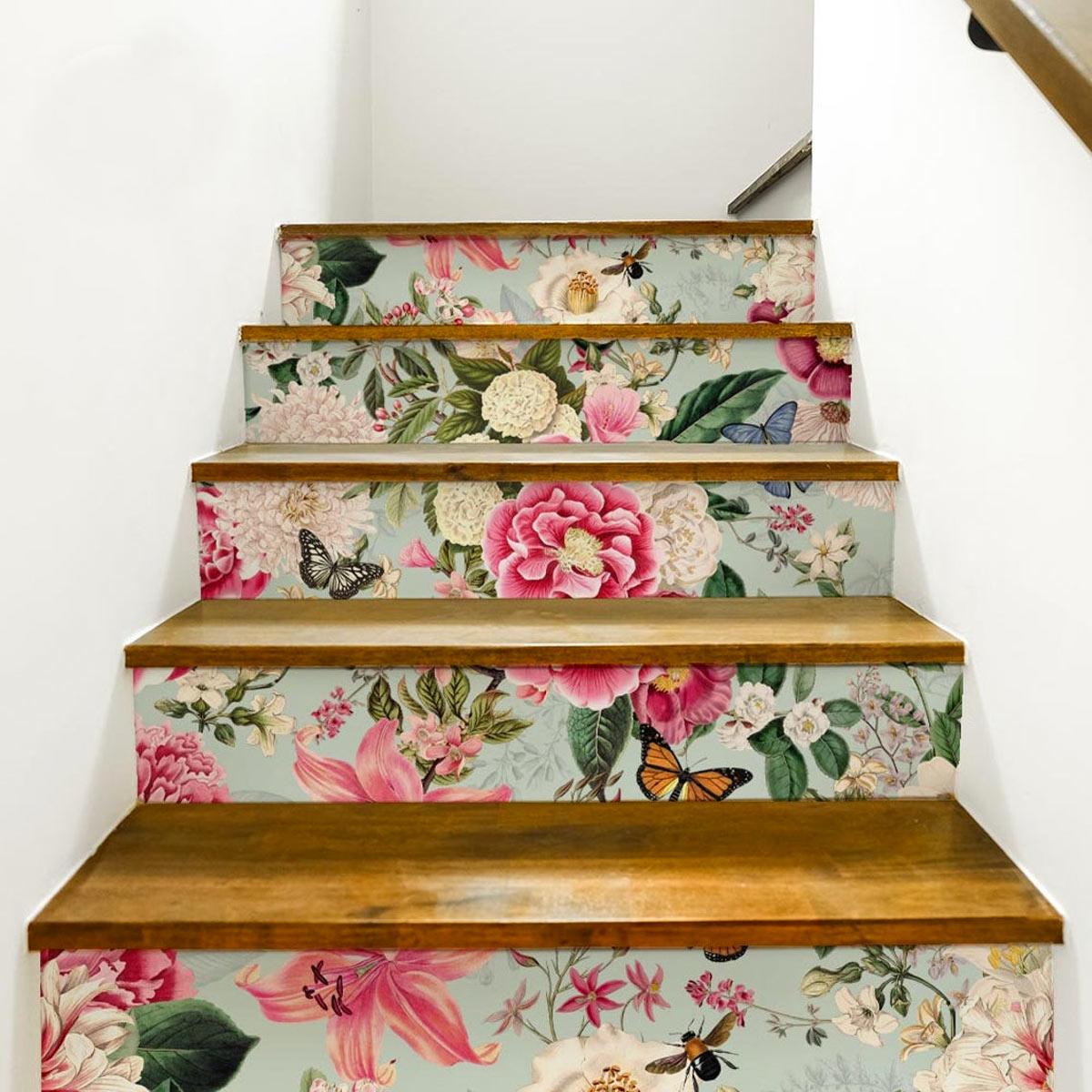 Adesivi decorativi per scale di casa.