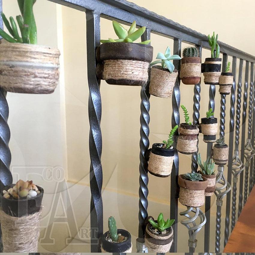 Vasetti di fiori per piccolo balcone.