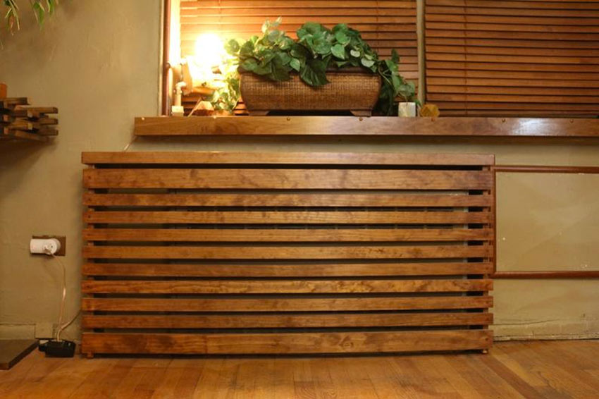 copri termosifone realizzato a mano con dei pallet di legno