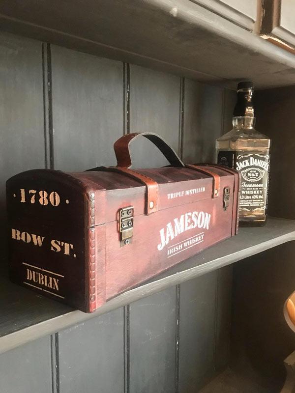vecchia custodia del vostro whisky, decorazione fai da te vintage.