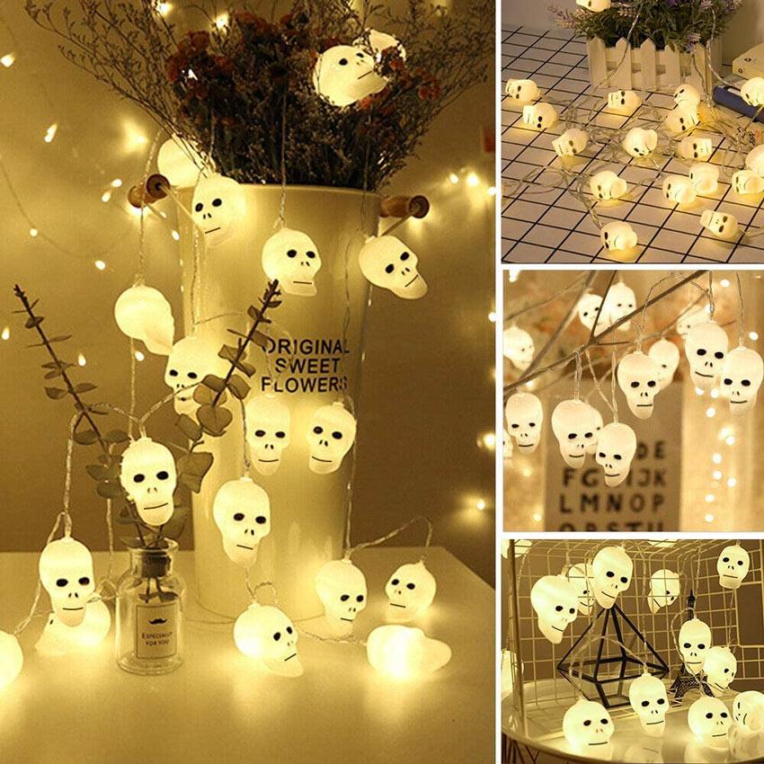 Teschi luminosi per decorare Halloween.