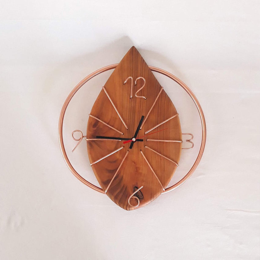 Orologio originale in rame per decorare casa.
