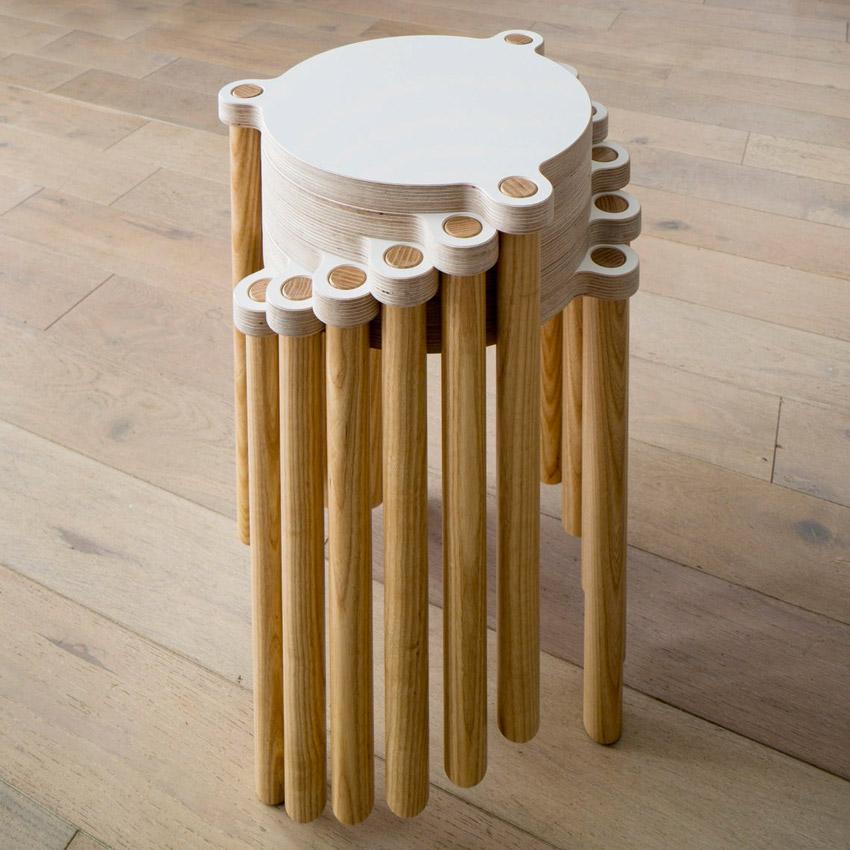 Sgabello design bianco e legno per la cucina.