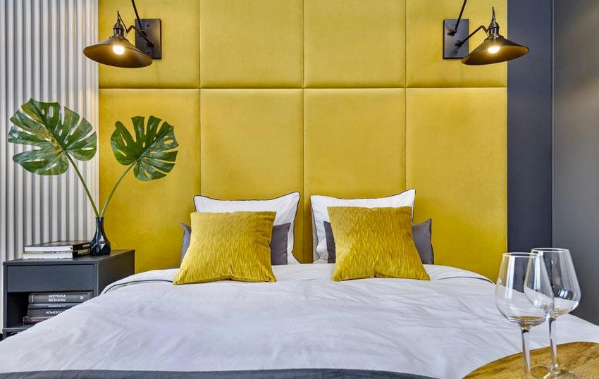 Testata per il letto gialla in pelle originale.