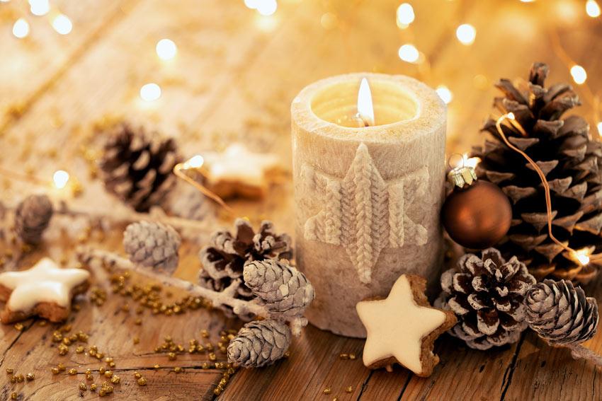 Atmosfera calda con le candele.