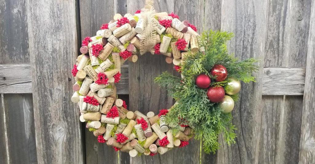 Ghirlanda di Natale con il riciclo dei tappi di sughero.