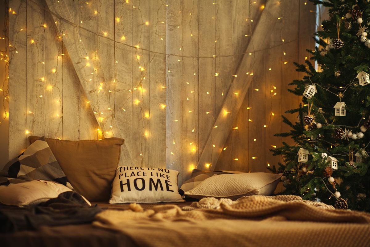 luci di Natale decorano la casa
