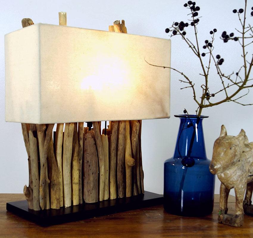 Lampada creativa realizzata con legno di mare.