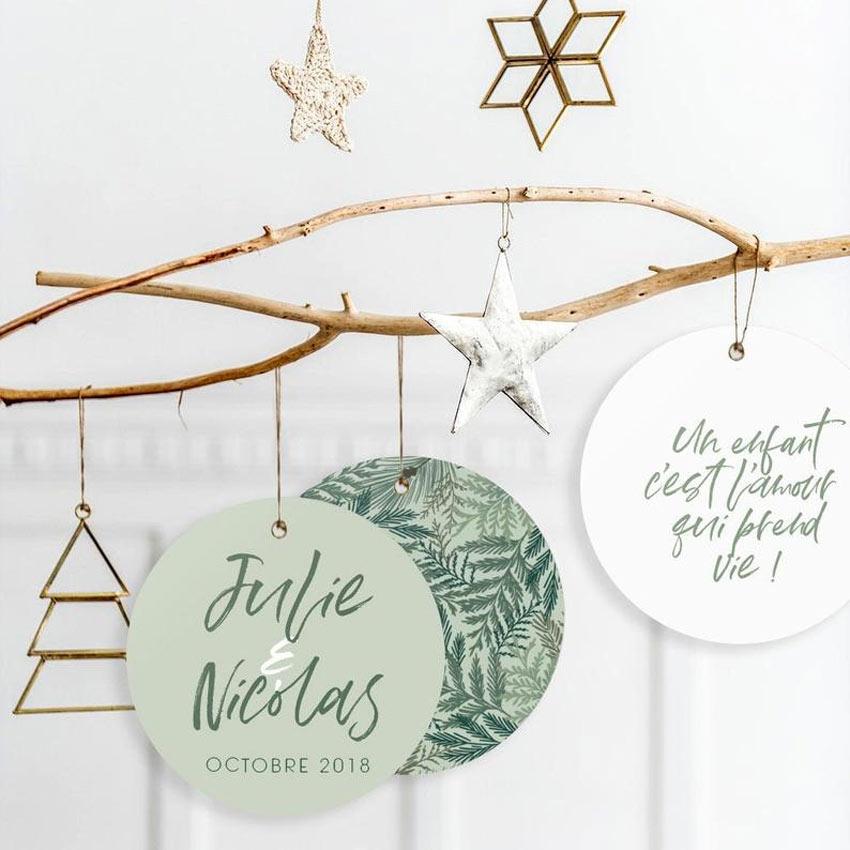 Palline di Natale fatte a mano con la carta.