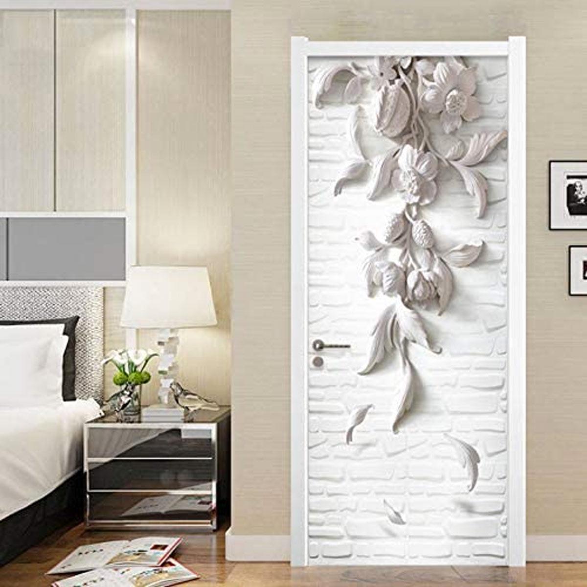 Porta originale decorata con sticker adesivo.