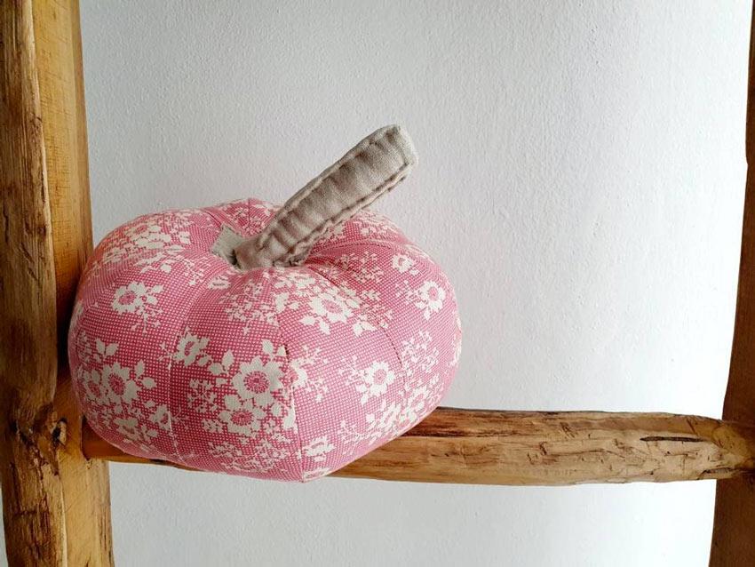 Bella zucca in tesstuto rosa.