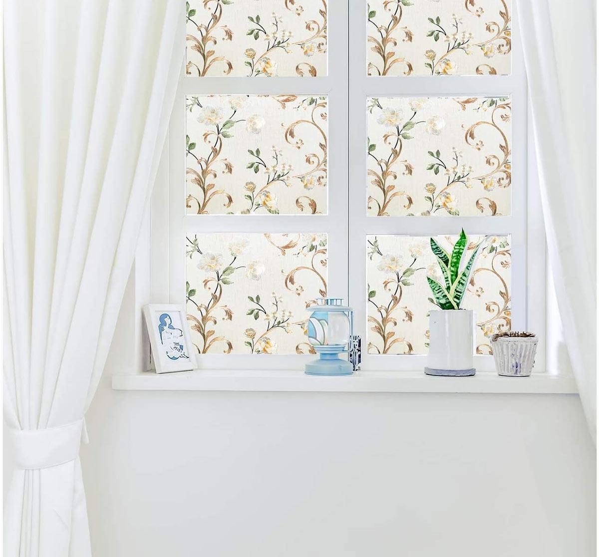 Decorare le finestre con gli adesivi