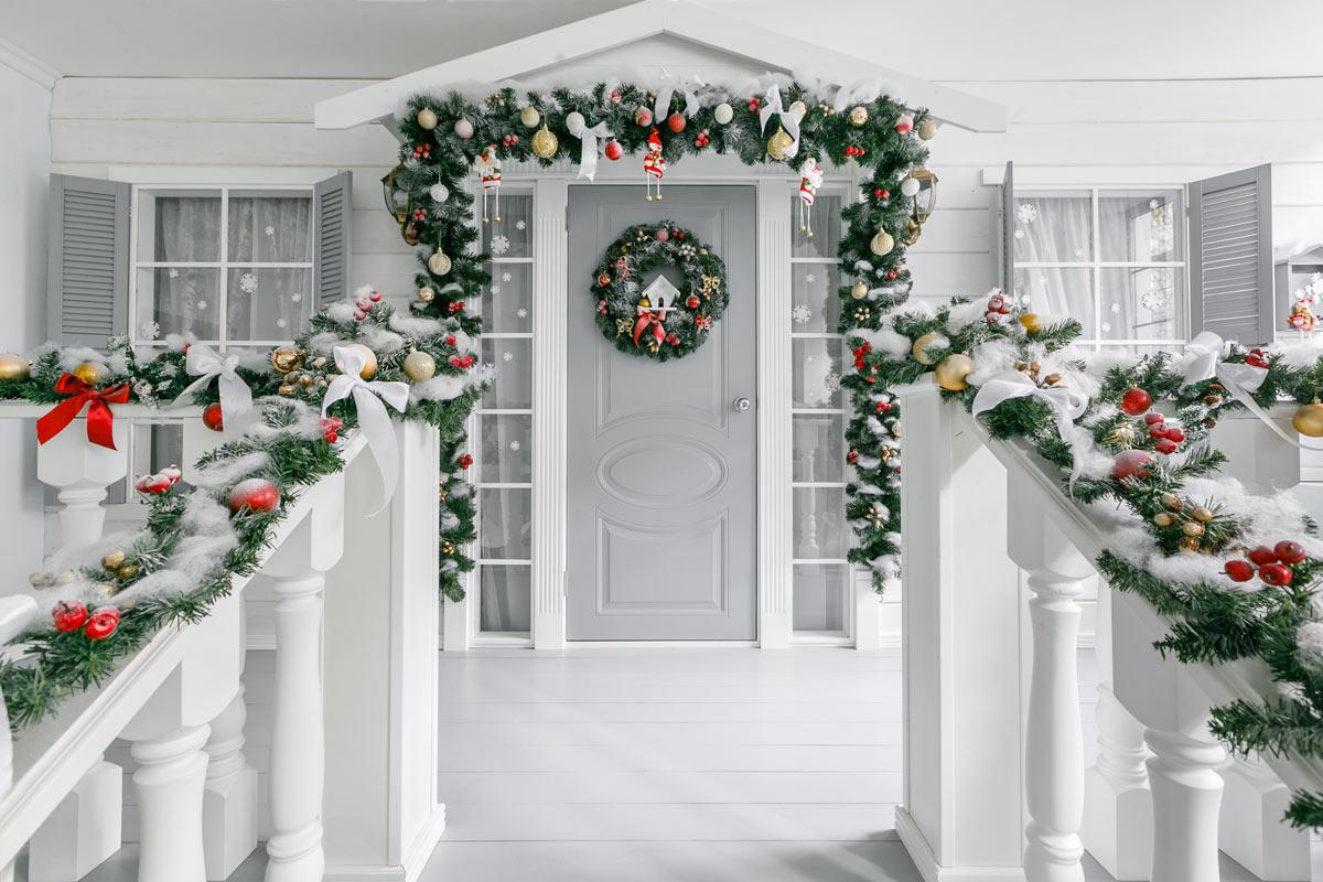 Addobbare il portico per Natale
