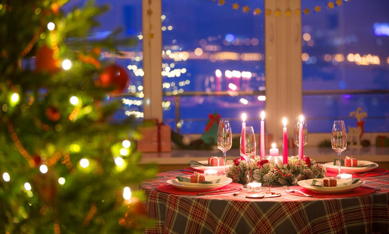Scegliere la tovaglia di Natale a secondo dello stile di arredamento