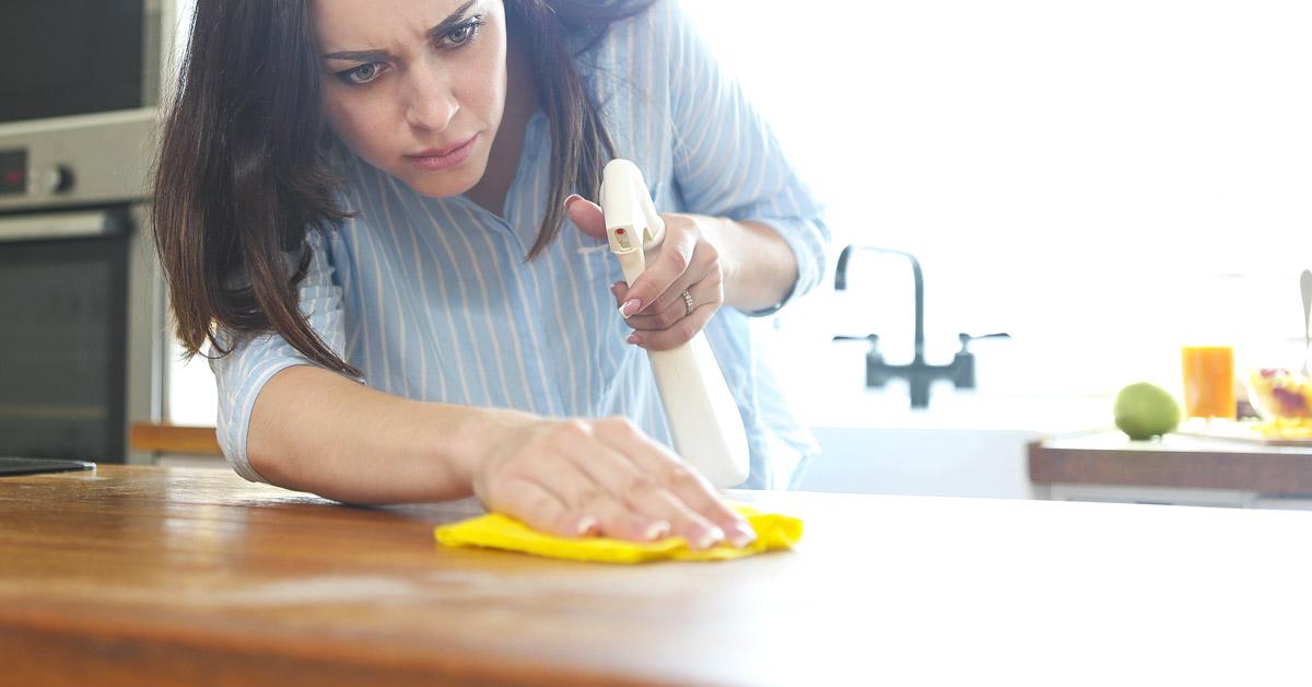 Come sgrassare il legno in cucina